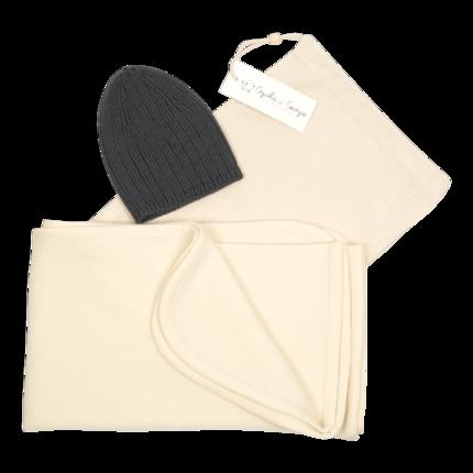 cadeau de naissance-vetement-bebe-bonnet-couverture-en laine merinos-ecru-gris-maternité