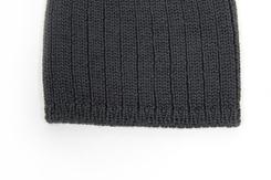 vetement-bebe-layette-bonnet-en-laine-merinos-grise-douce-naissance-naturel
