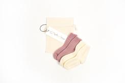 vetement de bebe-chaussettes-en laine merinos-ecru-rose-naissance-chaude-maternité.png