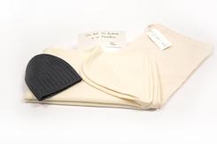 cadeau de naissance-vetement de bebe-bonnet-couverture-en-laine-merinos-ecru-gris-chaude-maternité