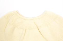 vetement de bebe-layette-brassiere en laine mérinos d\'Arles-ecru-naissance-douce-maternité