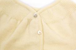 vetement de bebe-layette-brassiere en laine merinod\'Arles-ecru-naissance-douce-chaude-maternité