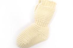 vetement de bébé-layette-chaussons en laine merinos-ecru-maternite-cadeau de naissance-chaud-naturel